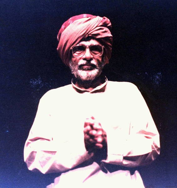 Fig. 6. B.V. Karanth performing Swagata Sambhashane (literally monologue-conversation), a monologue that Karanth conceived using Sriranga's works. Karanth was positing that a monologue is never actually isolated but is indeed in conversation with the rest of the play and the audience. Thus, the paradoxical title (Courtesy: Rangayana)