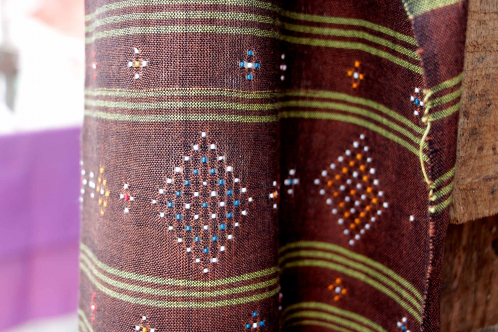 Thangaliya is used to describe a weaving technique where patterns are woven into the fabric by arranging raised dots of thread, which are visible on both sides of the fabric.