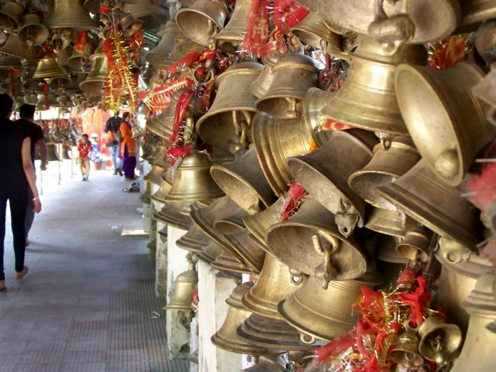When the prayer petition is fulfilled, the grateful devotee ties a promised bell to one of the various bars around the temple. The bells hang in profusion, a testimony to the many prayers said to have been fulfilled by Goludev.