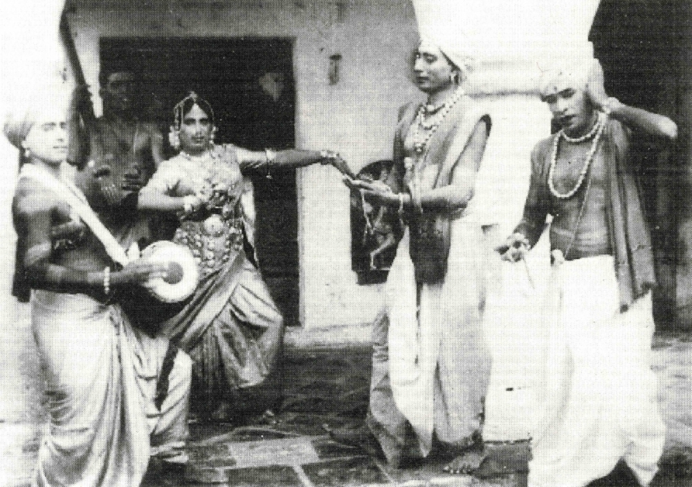 Fig.1 Nattuva Mela is a solo dance performed by women, and the nattuvangam (cymbals played for rhythmic support) is generally played by men.