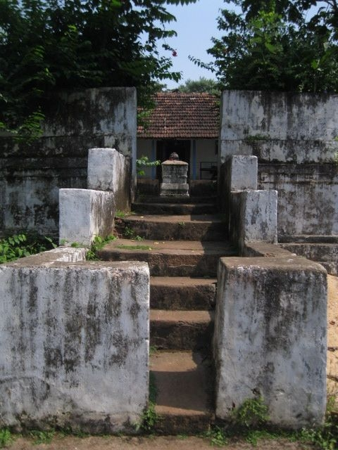 Outer entrance to the Parswanatha basadi at Bengara, near Hosangadi in Manjeswaram in Kasargode district. Unlike other Jain temples of Kerala, the Parswanata basadi is a domestic temple and is placed within a private residence. Photo courtesy: Rajesh Karthy