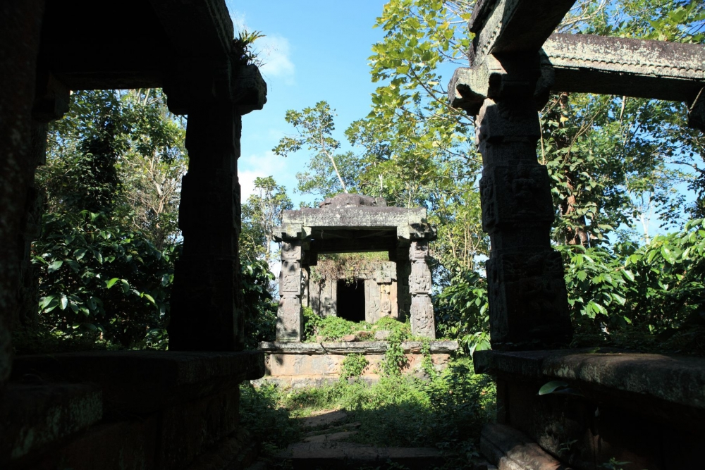 Mandapa-line type temple complex at Punchavayal near Panamaram in Wayanad district. The photograph shows the three major architectural components of such a temple—the hall attached to the outer wall, pillared hall (namskara mandapa) and the door leading to the sanctum. Photo courtesy: A. Mohammed