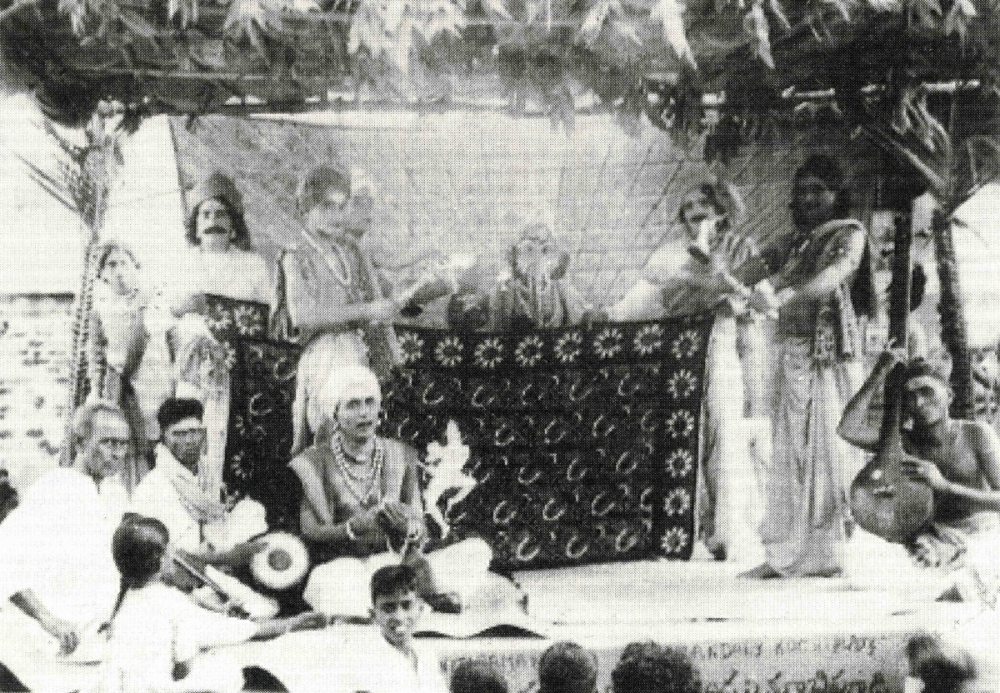 Fig. 6 Taken from the Yakshagana and Bhagavata traditions, solo performances always begin with the Purvarangavidhi