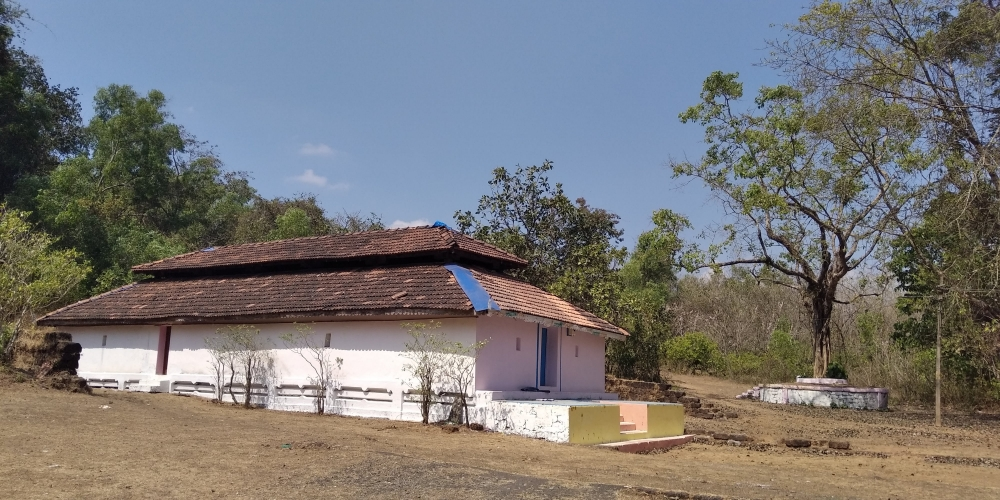Fig. 1:Temple of Shri Narayan, Querim. View of the building presenting the simplest structural solution of an inner wooden frame walled by a simple stone wall. It is covered by a continuous roof with a slight elevation in its central portion. The structure rests on a stone plinth: one of the few temples that still present an older stone basement