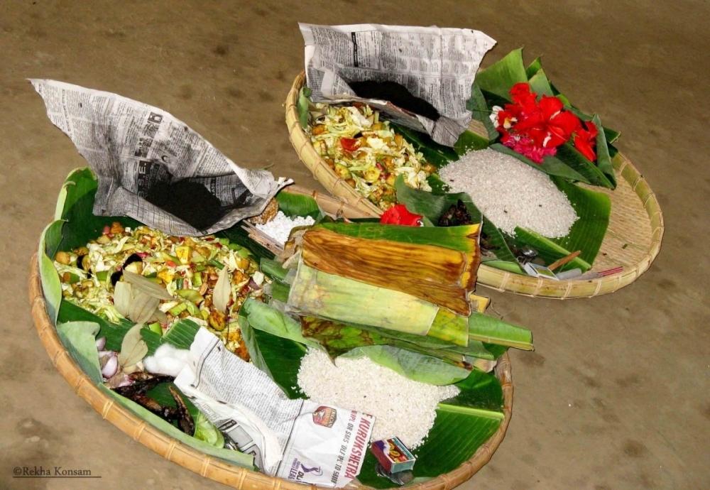 Fig.11Preparations for the feeding rite of saroi khangba. Shrine of Ima Khunthok-hanbi, Thangmeiband, Imphal 2008 (Courtesy: ©Rekha Konsam).