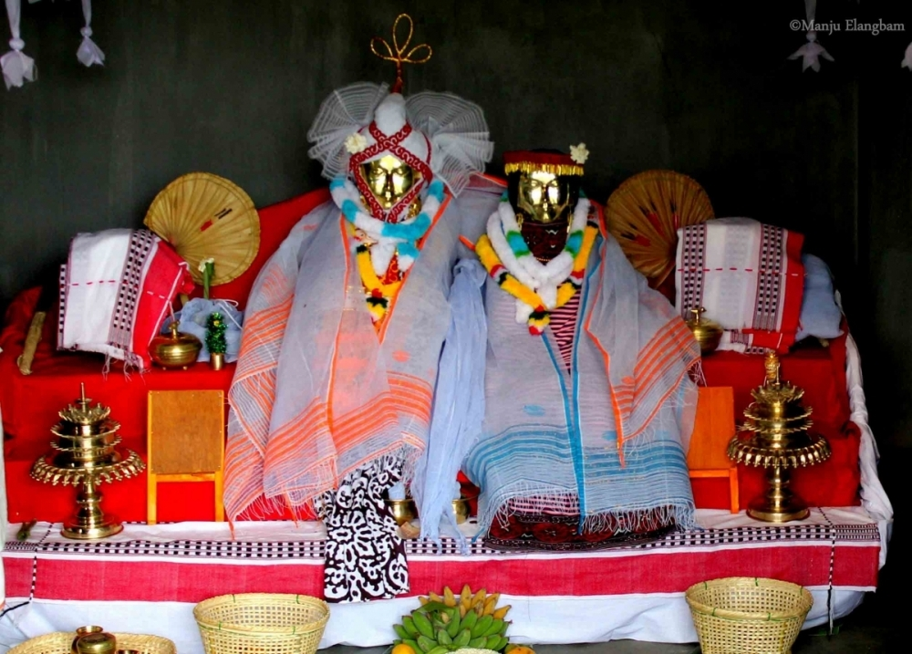 Fig.3. Male and female deity at theumanglai shrine of Lainingthou Chakhaba, JNMDA, Imphal 2015 (Courtesy: ©Manju Elangbam).