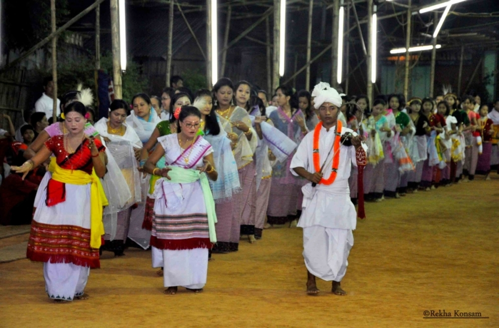 Fig. 8Thougal jagoi which precedes the laibou rituals are led by maibis accompanied by the pena player with the participants following behind. Shrine of Chingjel Naril Panganba, Keishamthong, Imphal 2010 (Courtesy: ©Rekha Konsam).