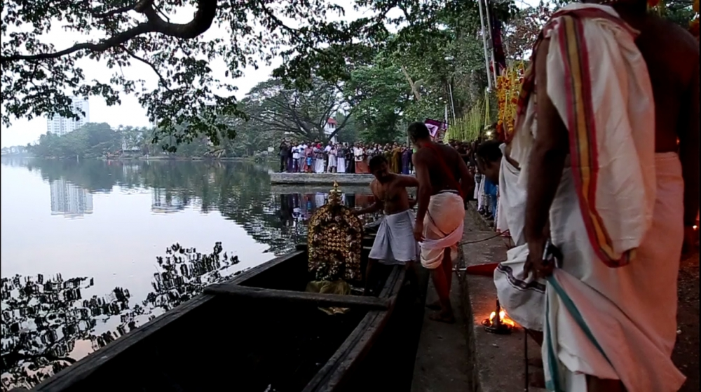 Deity crossing the River Poorna. (Image Courtesy: Sudheer Kailas)