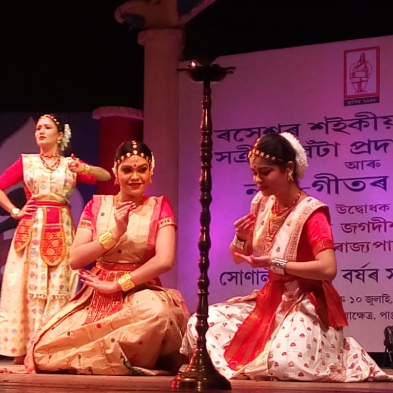 An enactment of the abhinaya (dance-drama) aspect of Sattriya Nritya during the golden jubilee celebrations of Sangeet Sattra (Courtesy: Collection of  Rinjumoni Saikia and Ranjumoni Saikia)