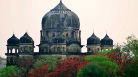 The Kamlapati Cenotaph resembles a flowering lotus. It consists of a three-storeyed building topped with an onion-shaped ribbed dome built in the later-Mughal style (Courtesy: Vageesha Dwivedi)